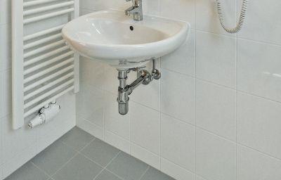 Bathroom Cortina