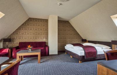 Cortina-Vienna-Family_room-78348.jpg