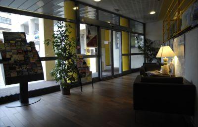 Hall de l'hôtel Balladins Annecy / Cran-Gevrier