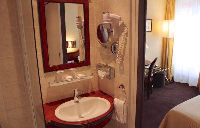 BEST_WESTERN_Empire_Elysees-Paris-Bathroom-1-78768.jpg