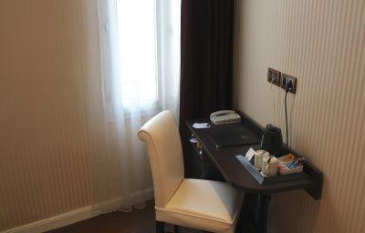 Room Best Western Empire Elysees