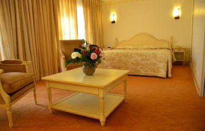 HOTEL_OMEGA-Valbonne-Suite-4-80366.jpg