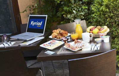 Breakfast buffet Kyriad Orly Aeroport
