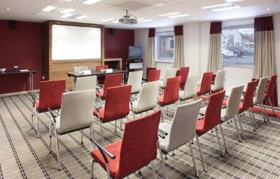 Holiday_Inn_Express_WARWICK_-_STRATFORD-UPON-AVON-Warwick-Conference_room-1-82663.jpg