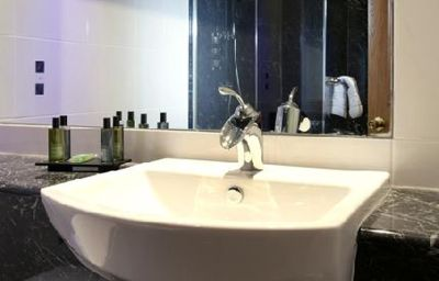 Golf_and_Country_Club_Abbey_Hotel-Redditch-Bathroom-1-83230.jpg