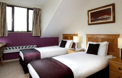 Golf_and_Country_Club_Abbey_Hotel-Redditch-Double_room_standard-3-83230.jpg