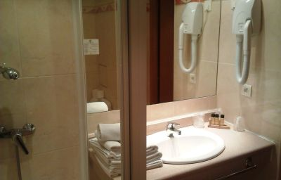 Oasis-Nice-Bathroom-2-83889.jpg