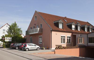 Haus_zum_Gutenberg_Garni-Hallbergmoos-Exterior_view-4-85434.jpg