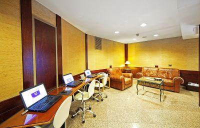 Salle de lecture Prince Hotel