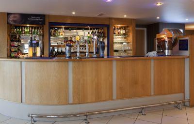 Holiday_Inn_Express_LONDON_-_LUTON_AIRPORT-Luton-Hotel_bar-3-87532.jpg