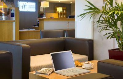 Holiday_Inn_Express_LONDON_-_LUTON_AIRPORT-Luton-Hall-9-87532.jpg