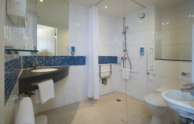 Holiday_Inn_Express_LONDON_-_LUTON_AIRPORT-Luton-Room-16-87532.jpg