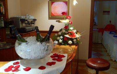 Alla_Rocca_Hotel_Conference_Restaura-Bazzano-Hotel_bar-2-90675.jpg