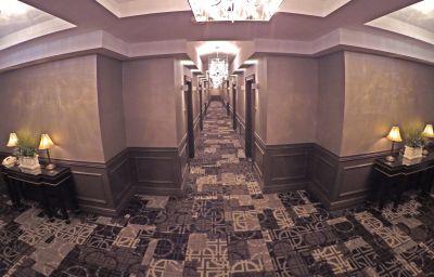 Widok wewnątrz The Grand Hotel and Suites