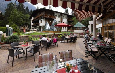 Aktivhotel_Waldhof_Ferienhotel-Oetz-Terrace-1-108125.jpg