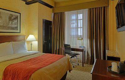 Comfort_Inn_Manhattan-New_York-Suite-1-115872.jpg