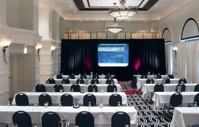 THE_ALLERTON_MAGNIFICENT_MILE-Chicago-Conference_room-116381.jpg
