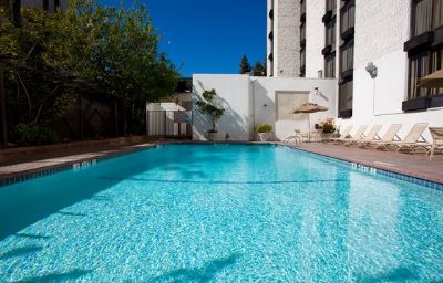 Holiday_Inn_BURBANK-MEDIA_CENTER-Burbank-Pool-3-121680.jpg