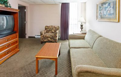 Holiday_Inn_PORTLAND-AIRPORT_I-205-Portland-Suite-11-121897.jpg