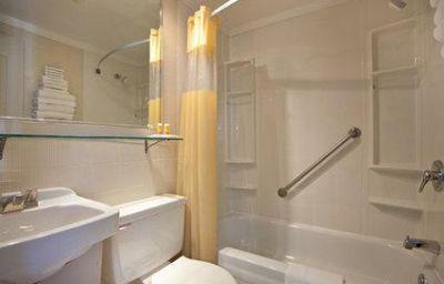 Econo_Lodge_Brossard-Brossard-Room-6-126915.jpg