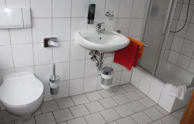 Zur_Koeppe_Waldhaus-Bad_Klosterlausnitz-Badezimmer-2-128121.jpg