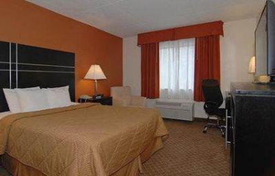 Comfort_Inn_North_Conference_Center-Columbus-Room-8-132322.jpg