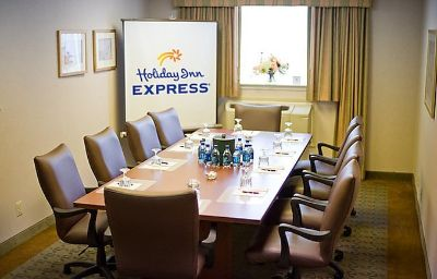 Holiday_Inn_Express_EXTON-LIONVILLE-Exton-Conference_room-7-136176.jpg