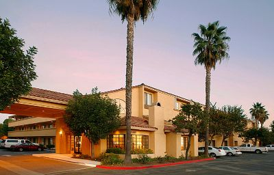 Holiday_Inn_Express_SIMI_VALLEY-Simi_Valley-Exterior_view-8-136409.jpg