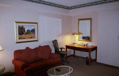 Hilton_Garden_Inn_Secaucus-Meadowlands-Secaucus-Suite-5-137331.jpg