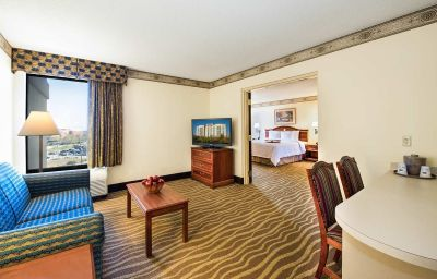 Hampton_Inn_-_Ste_Atlanta_Airport_North_I85-East_Point-Suite-1-138899.jpg