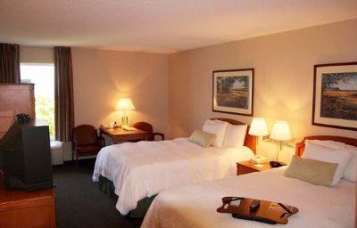 Hampton_Inn_Suites_Newtown-Morrisville-Room-7-138922.jpg
