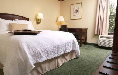 Hampton_Inn_Mt_Airy-Mount_Airy-Room-37-139590.jpg