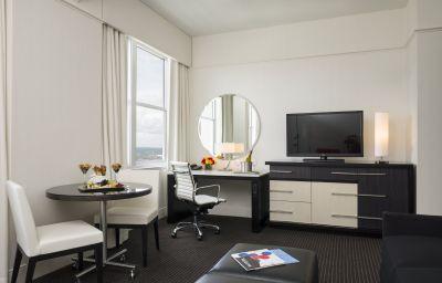 LOEWS_PHILADELPHIA_HOTEL-Philadelphia-Suite-3-140037.jpg