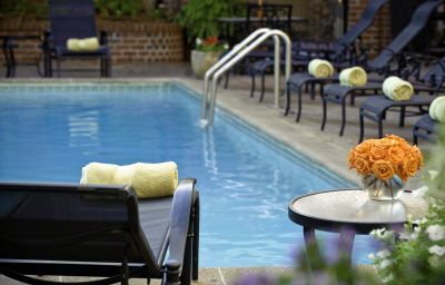 Four_Points_by_Sheraton_French_Quarter-New_Orleans-Pool-141429.jpg