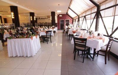 CRESTA_THAPAMA_HOTEL-Francistown-Restaurant-142553.jpg