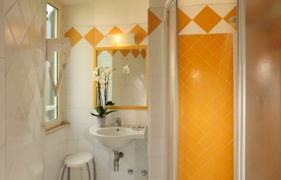 Alessandrino-Rome-Bathroom-142841.jpg