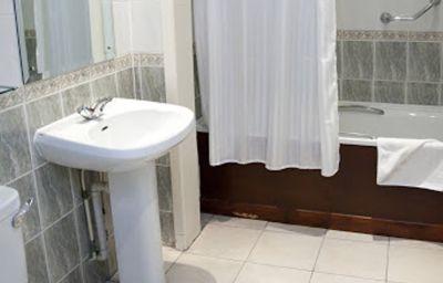 Bobsleigh-Hemel_Hempstead-Bathroom-143338.jpg