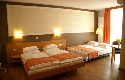 Classic-Freiburg-Four-bed_room-143451.jpg