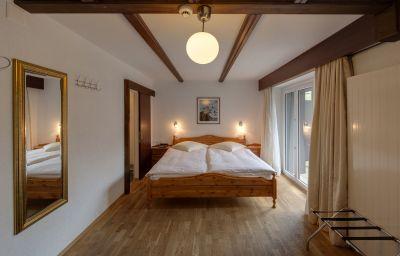Bristol-Zermatt-Triple_room-144167.jpg