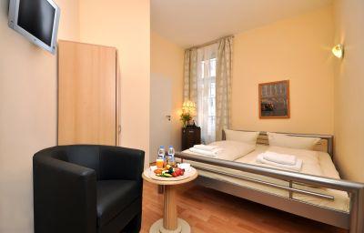 Apadana-Frankfurt_am_Main-Double_room_superior-144681.jpg