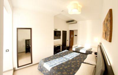 Roma-Triest-Triple_room-4-145232.jpg