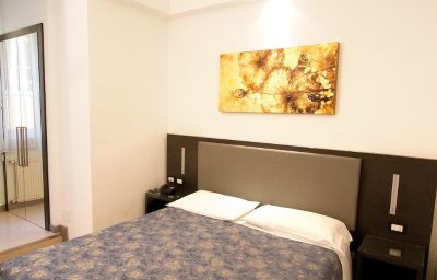 Roma-Triest-Double_room_standard-7-145232.jpg