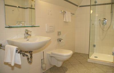 Zum_Hessenpark_Landhotel-Neu-Anspach-Bathroom-2-146330.jpg