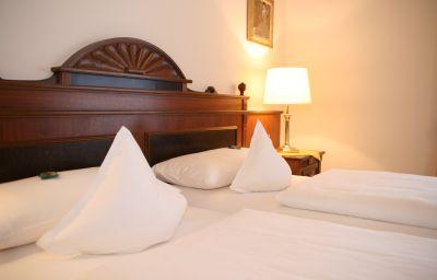 Zum_Hessenpark_Landhotel-Neu-Anspach-Double_room_standard-1-146330.jpg