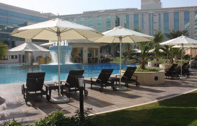 Piscina Millennium Airport Hotel Dubai