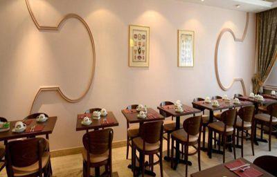 Qualys-hotel_Rueil_La_Defense-Rueil-Malmaison-Breakfast_room-150768.jpg