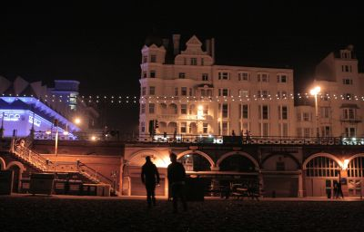 Umi_Brighton-Brighton-Hotel_outdoor_area-1-151545.jpg