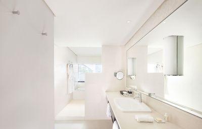 Metropolitan_Hotel_by_Como-Bangkok-Bathroom-2-151813.jpg