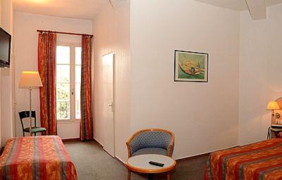 Le_Terminus_Logis-Senas-Standard_room-152055.jpg