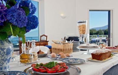 Sala colazione Villa Oriana Relais